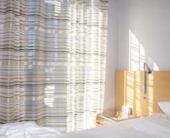 子供が早く寝る方法は朝の光