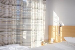 夜子供が寝ない原因は朝の光にあり!楽に子供を早く寝かせる方法